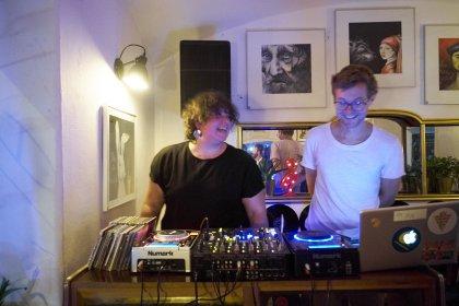 INS FREIE 2019 Abschlussfest im Wohnzimmer mit DJ Randalia und Kevin Love