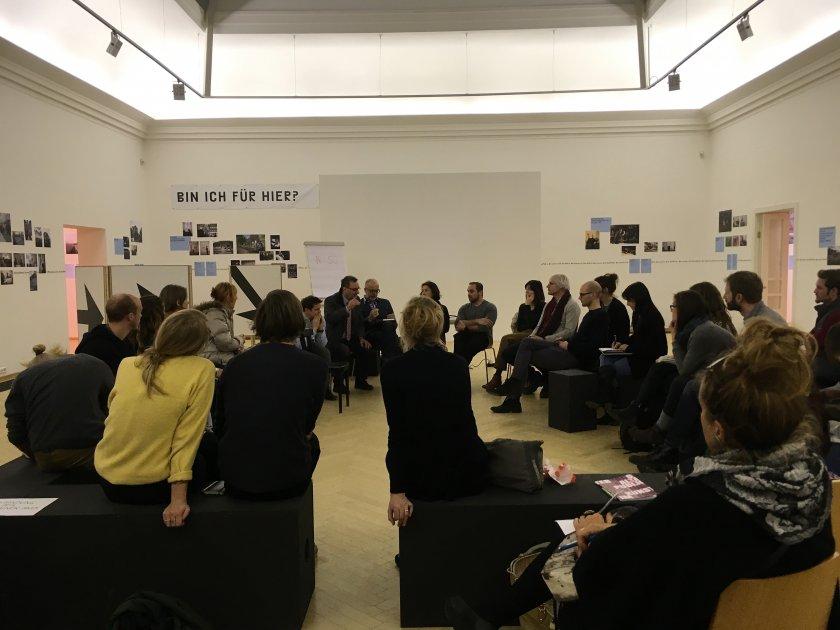 Podiumsdiskussion über die Entwicklung des Lendhafens im Rahmen der Ausstellung Auf die Plätze/Na mesta im Künstlerhaus Klagenfurt
