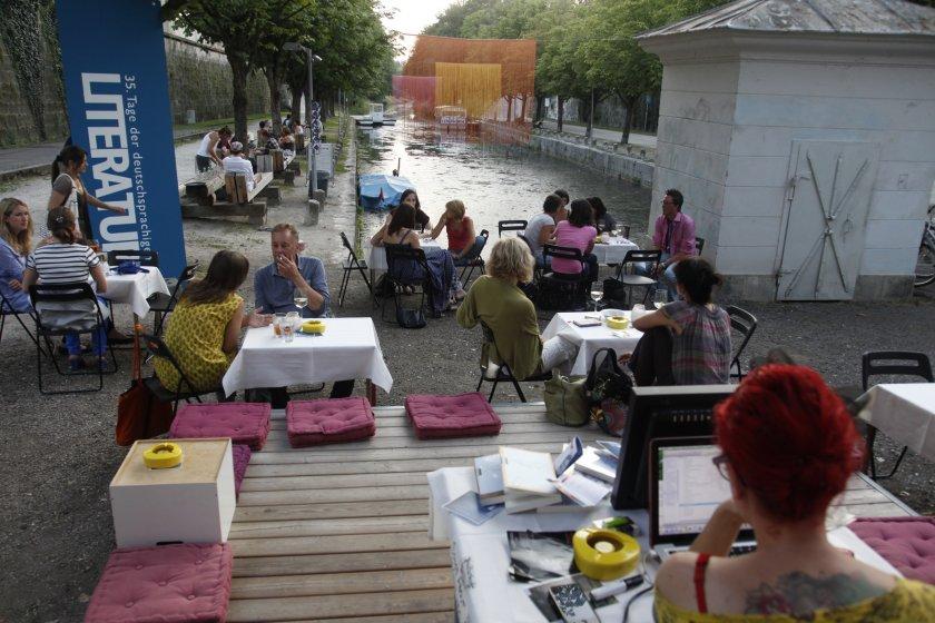 DJane Commander Venus legt im Lendhafen beim Bachmannpreis Public Viewing 2011 auf