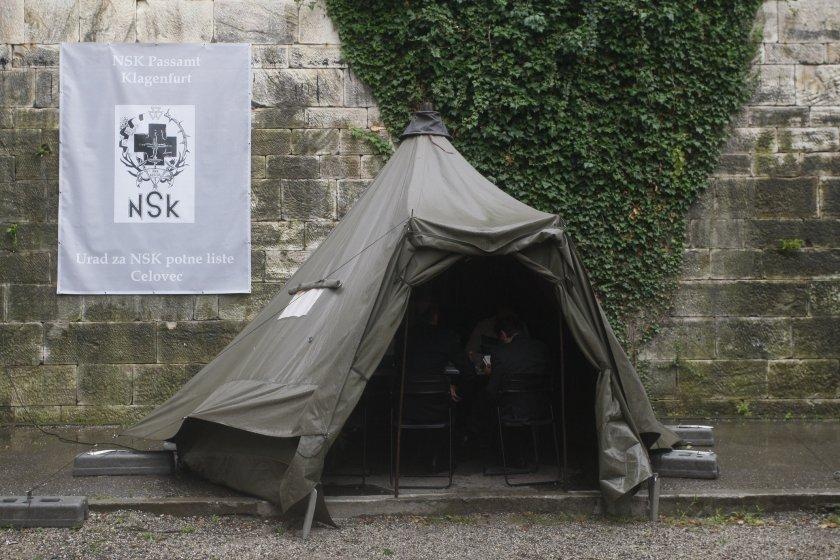 Das Zelt des NSK Passamtes 2010 im Lendhafen